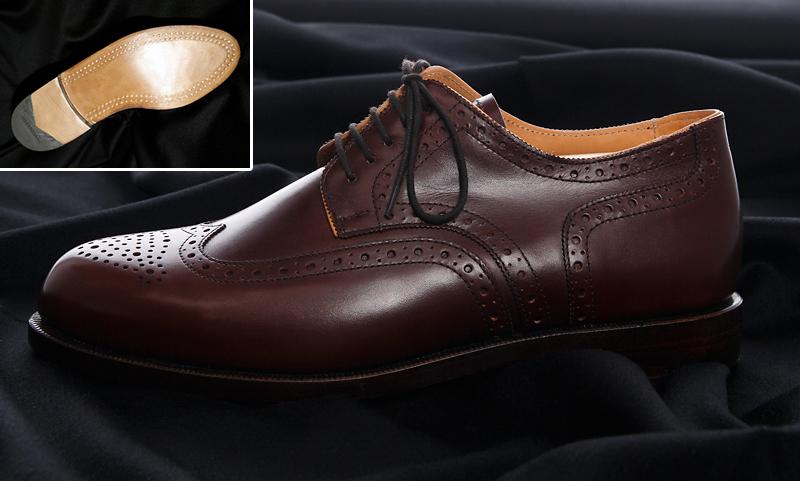 holzgenagelte Schuhe